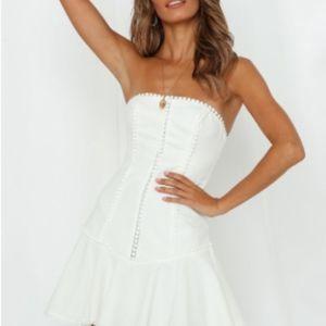 WHITE STRAPLESS DRESS HELLOMOLLY